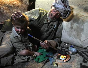 090809-afghan-opium-hmed.h2